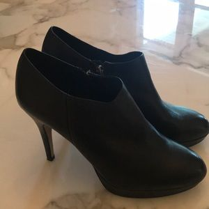 Booties with side zip